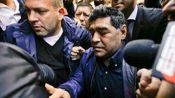 Impiden volar a Maradona porque su pasaporte figuraba como