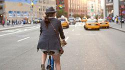 Si montas en bici con falda, este truco te vendrá genial