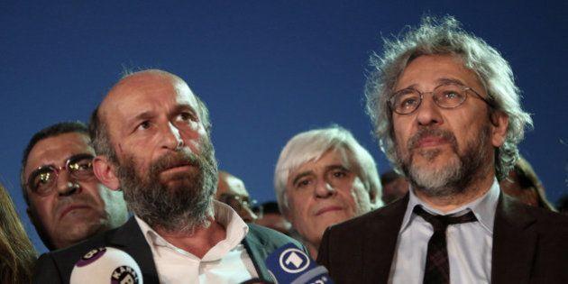 Condenan a 5 años de cárcel a dos periodistas turcos por '