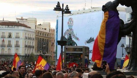 Más de mil personas se manifiestan en Madrid a favor de la Tercera República