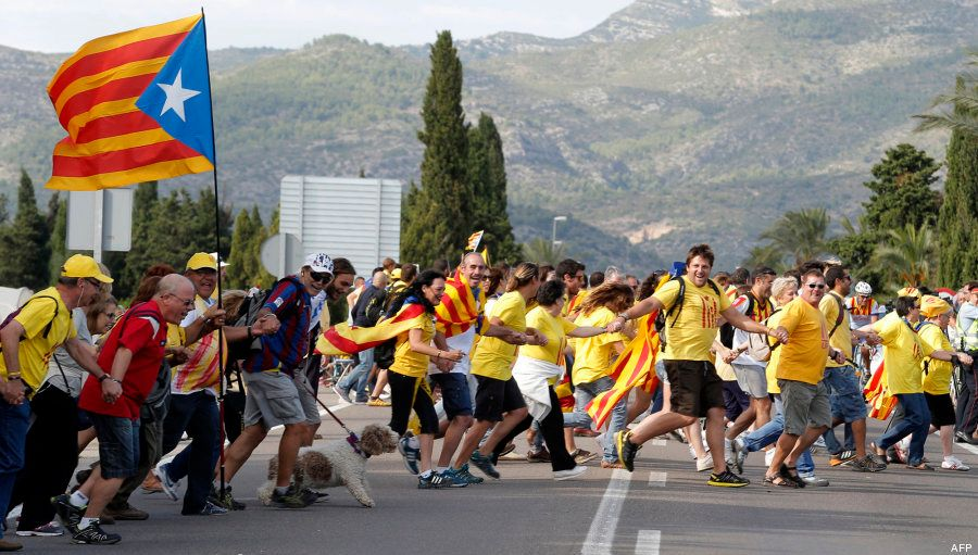 Via catalana: 10 imágenes que nos deja la cadena humana por la independencia (FOTOS,