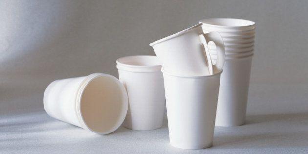 Francia, primer país del mundo en prohibir los vasos de
