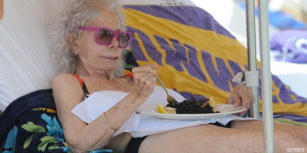 La Duquesa de Alba, en la playa: Ibiza para comenzar agosto