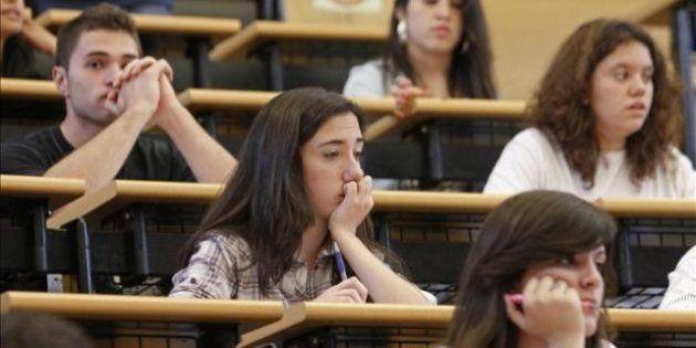 Universitarios que no pueden estudiar fuera de su ciudad por falta de becas: