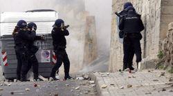 Decenas de jóvenes montan barricadas en Melilla en contra del