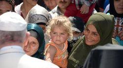 12 refugiados camino del