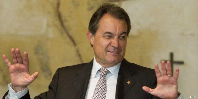 Mas prorroga los presupuestos de Cataluña y presenta un recurso contra el déficit a la