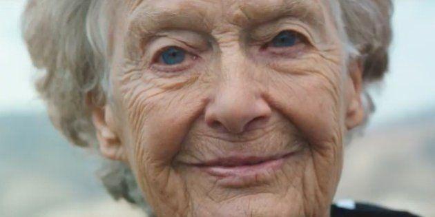 Conoce a 'la monja de hierro', una triatleta de 86 años que bate