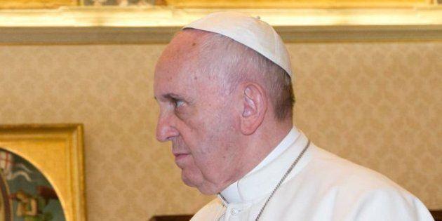 La cara del papa al ver el nuevo regalo que le ha hecho Evo