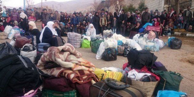 La ayuda llega a la sitiada y moribunda ciudad siria de Madaya: