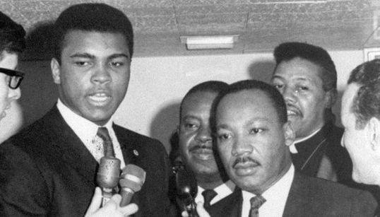 La vida de Ali en imágenes: de Martin Luther King a George W.