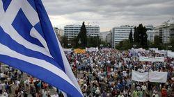 Miles de griegos apoyan al Gobierno y protestan contra la