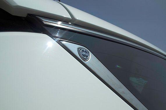 Contacto: Lancia Delta S Momo Design 190