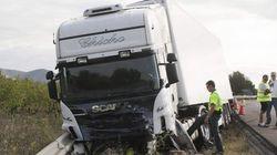 Cinco muertos al colisionar un turismo y un camión en