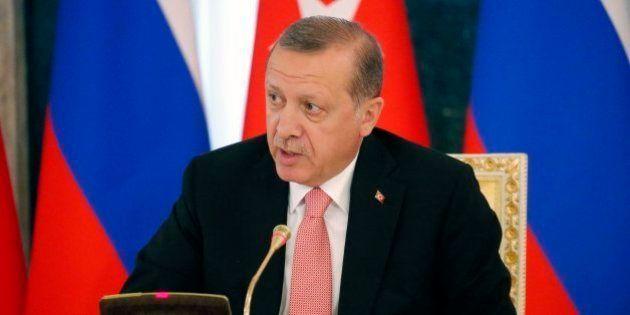 Turquía cierra 12 canales por supuesta complicidad en el fallido golpe de