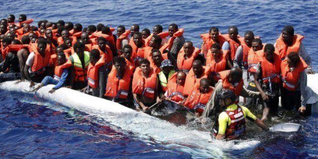 Rescatan a 300 inmigrantes y recuperan cinco cadáveres en el Canal de