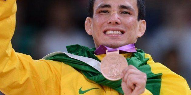 Olimpiadas: Un yudoca brasileño rompe su medalla de bronce al meterse en la ducha con