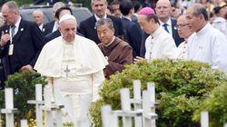 El papa visita un 'cementerio' de fetos abortados en Corea del