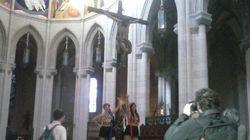 Las Femen la lían en el altar de La Almudena
