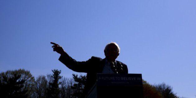 Sanders se da un baño de masas en Nueva York, mientras Clinton busca el voto