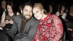 El novio de Adele le da una sorpresa en pleno concierto por su quinto