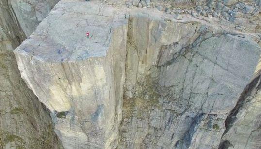 Vértigo máximo en El Púlpito: la roca más famosa de Noruega, a vista de