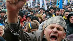 Decenas de miles de ucranianos exigen la dimisión del
