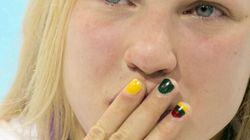 Lo último entre las atletas: pintarse las uñas de uniforme