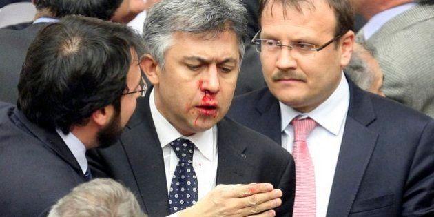 Pelea en el parlamento turco (con tres hospitalizados) por una polémica reforma