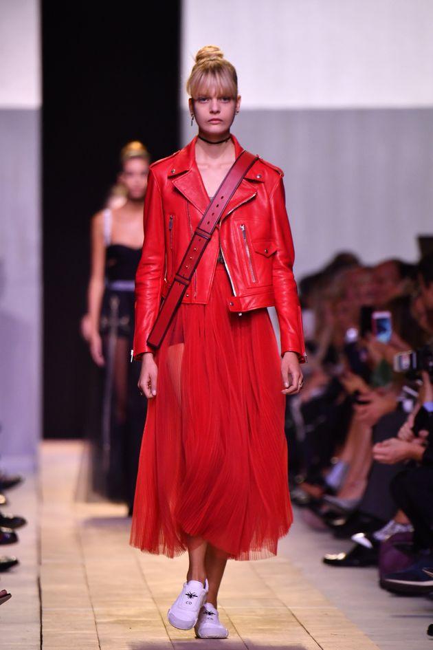 El estreno de Maria Grazia Chiuri en Dior llega cargado de reivindicaciones