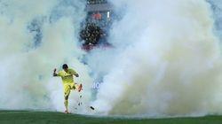 Un bote de gas lacrimógeno obliga a desalojar el estadio del