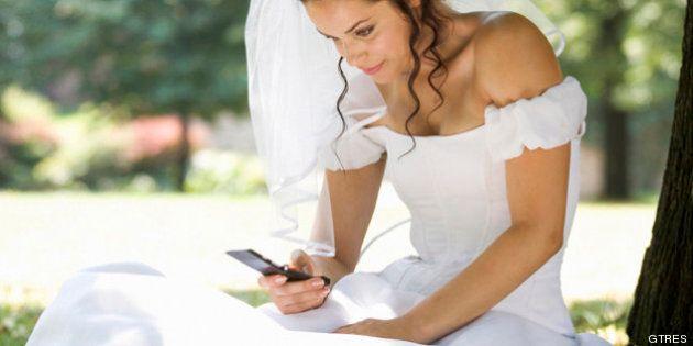 Regalar dinero en bodas: la novia que se quejó a una invitada por recibir