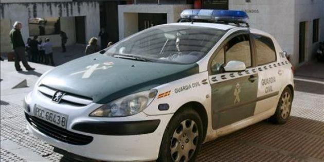 Denuncian la fuga de un coche de la Guardia Civil tras un