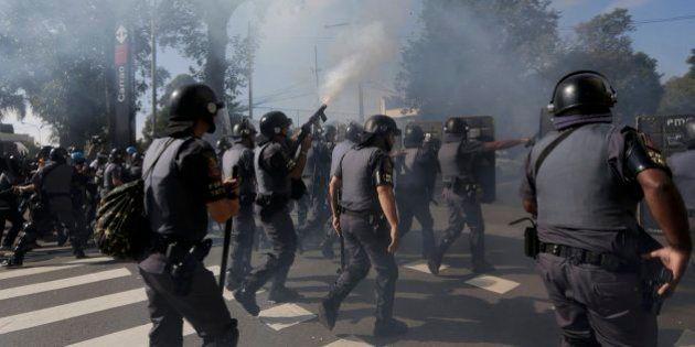 Copa del Mundo 2014: La Policía brasileña carga en Sao Paulo contra manifestantes contrarios al