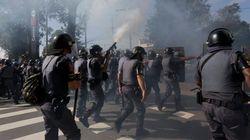 La Policía carga contra manifestantes contrarios al Mundial