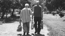 El tierno gesto de un hombre de 100 años con su mujer a punto de