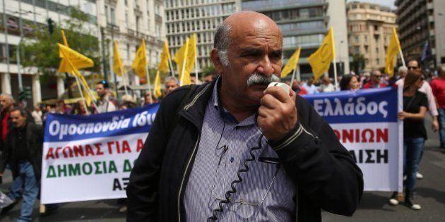 Multitudinaria manifestación contra la polémica reforma de pensiones y fiscal en