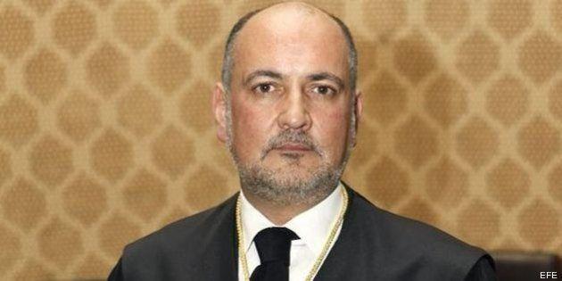 El Constitucional rechaza las recusaciones contra Pérez de los Cobos por militar en el