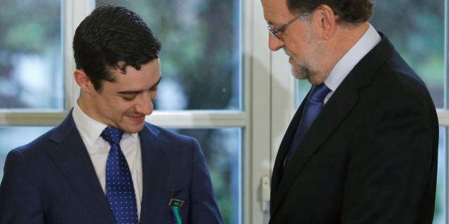 El patinador Javier Fernández recibe la Medalla de Oro al Mérito