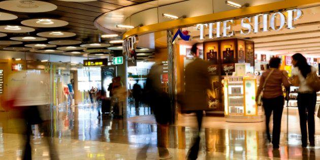 Por qué el aeropuerto es un buen sitio para comprar los regalos de