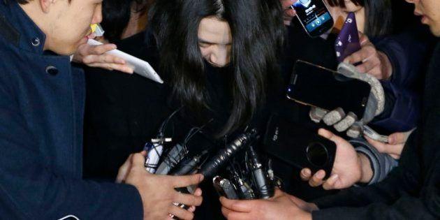 A la cárcel por parar el tráfico aéreo para despedir a una azafata de Korean Air por unas