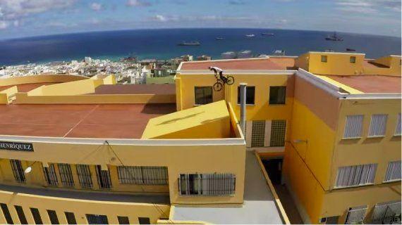 Danny MacAskill recorre en bici los tejados de Las Palmas de Gran Canaria y lo graba con una