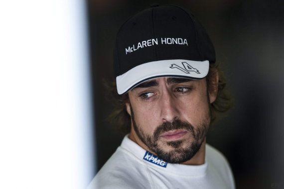 Fernando Alonso se baja a empujar su McLaren en plena Q2 del GP de