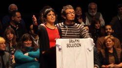 Teresa Rodríguez, cantando 'La Murga de los Currelantes' en un mitin