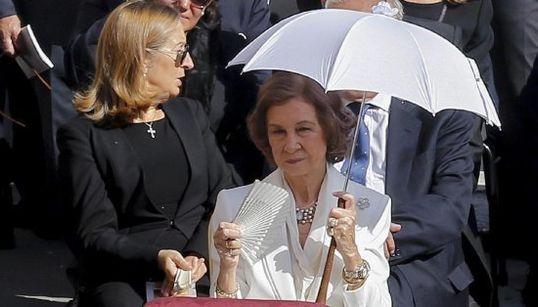 ¿Por qué va de blanco la Reina Sofía en la canonización de la Madre