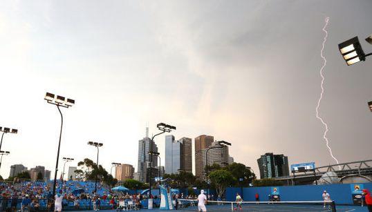 Espectaculares imágenes de rayos en un partido del Open de Australia
