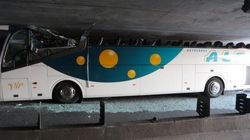 Seis heridos graves en el accidente de un autobús escolar español en