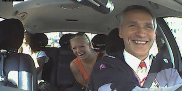 El primer ministro noruego, taxista por un día en plena campaña