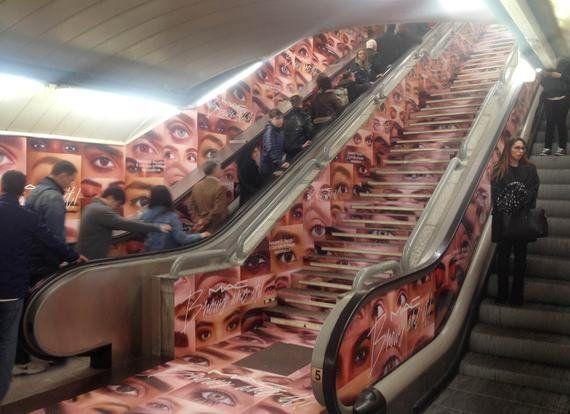 La publicidad nos invade en el Metro de