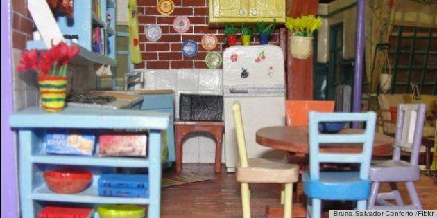Una artista brasileña construye el apartamento de 'Friends' en papel